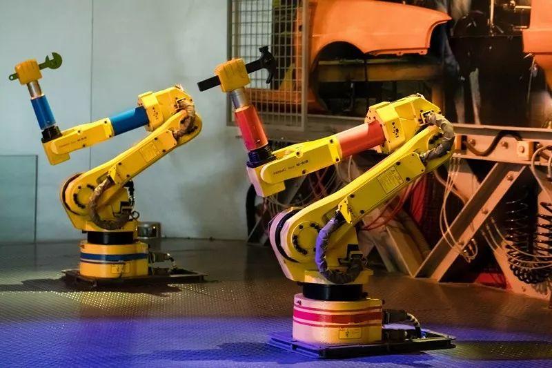 传统工业机器人VS协作机器人