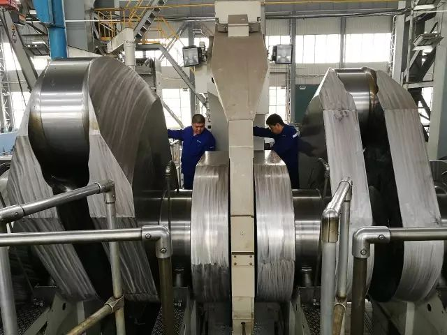如何造出长23米、重452吨、精度0.02毫米的特大型曲轴?